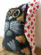 Kočičí mini polštářek srdíčkový