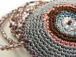 Náhrdelník háčkovaná kolečka - šedo lila na šňůře