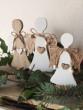 Anděl na stojánku bílý malý