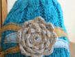 čepice tyrkysová s chryzantémou