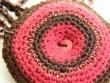 Náhrdelník háčkovaná kolečka - červeno hnědý na šňůře
