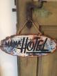 Cedule Mama Hotel razítko