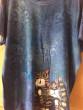 Dámské tričko a dvě kočky