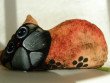 Kočka malá ležící - žlutá a oranžová