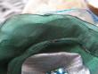 Temně zelená brož