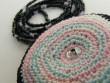 Náhrdelník háčkovaná kolečka - růžovo zeleno černý na šňůře