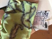 Šátek ecoprint hráškově zelený