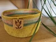 Háčkovaný košíček žlutý
