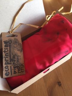Šátek ecoprint červený