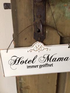 Plechová cedulka Hotel Mama