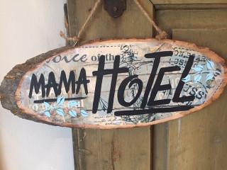 Cedule Mama Hotel lístečky