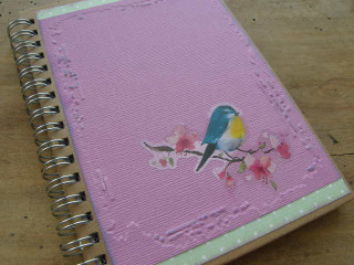 Malý notýsek s ptáčkem