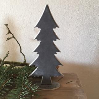 Malý dřevěný stromek šedý