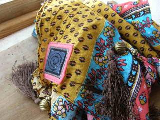 Barevný šátek se střapci - tygřík