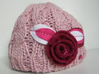 Čepice růžová s růží